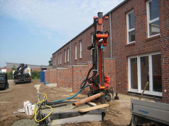 Erdwärmebohrungen für den Bau einer Geothermie-Anlage.